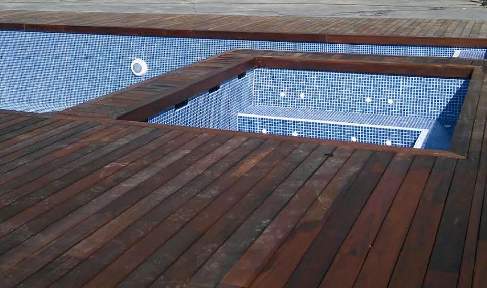 Instalaci n de madera tropical y tarima natur jardin for Tarimas de madera para jardin